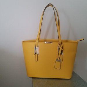 Aldo yellow bag like new